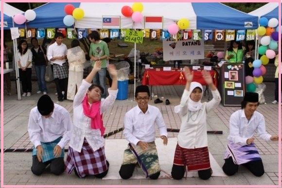 Kevin Tanadi (ITB), Ni Nyoman Yudhiarti (UUM-Malaysia), Ahmad Nasikun (UGM), Alifia Fithritama (UI), dan Hendro Lim (ITB)