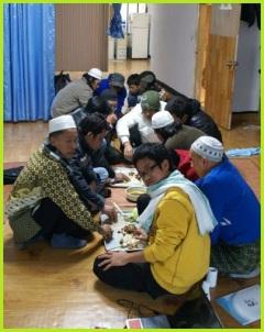 Makan Bersama di Mushola An-Noor, Daejeon