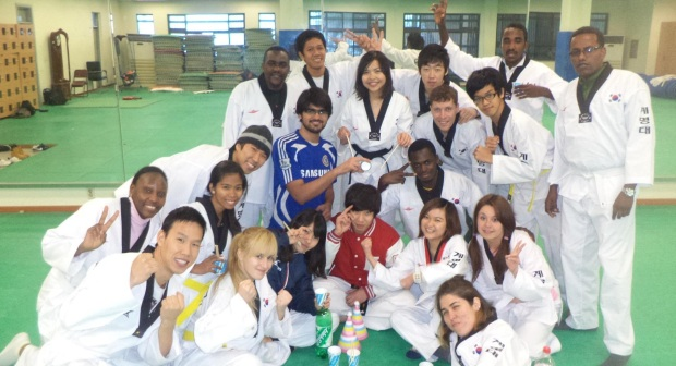 KGSP Students Experiencing Taekwondo Practice.