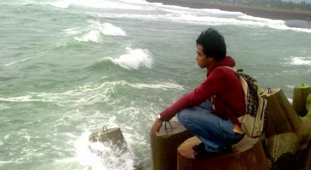 Impian nan jauh, digerus oleh ombak di pantai